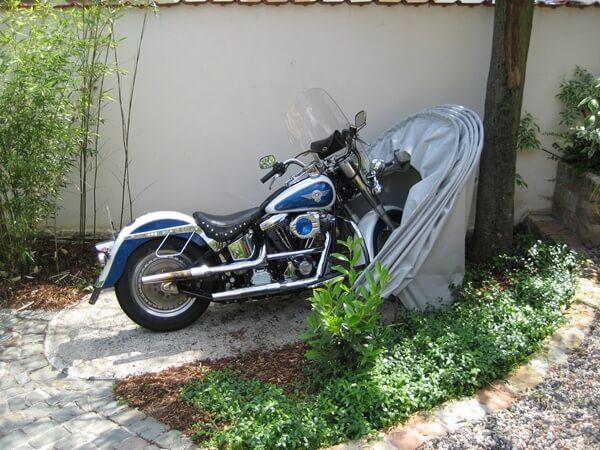 BIKEHOME Motorradgarage geöffnet von der Seite